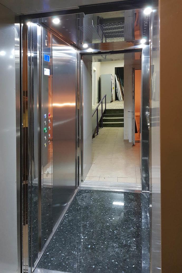 лифт в театре